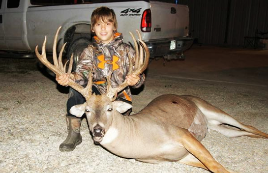 Kid Shoots 20-Point Buck During Kansas Youth Hunt