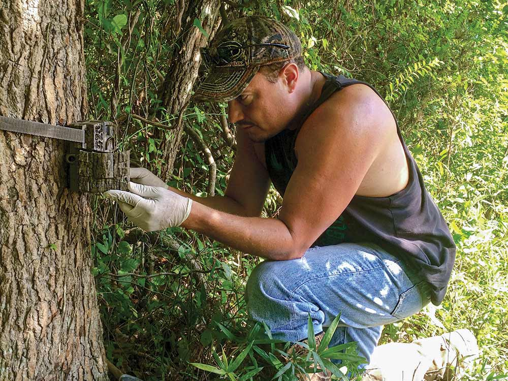 hunting trail camera adjust scout
