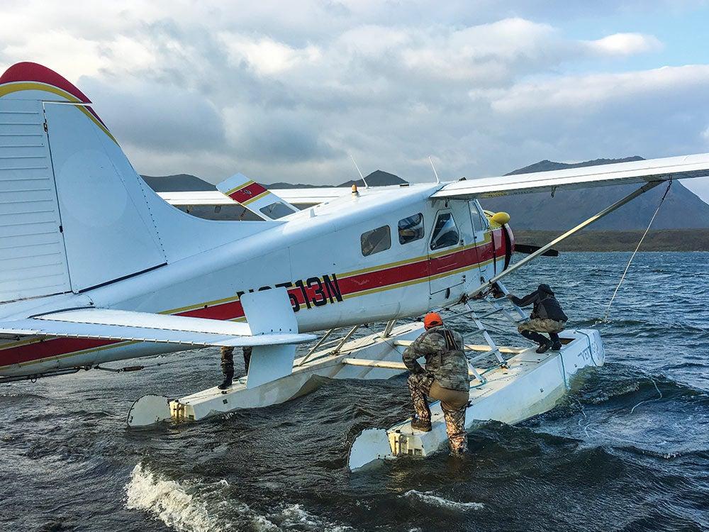 Loading a floatplanes pontoons