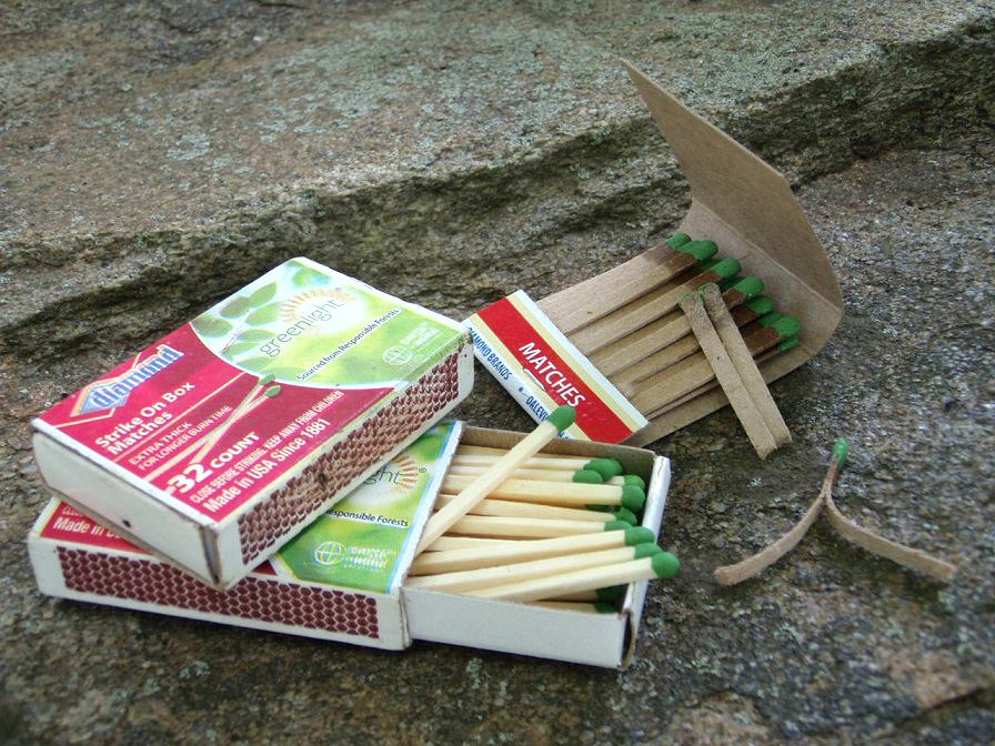 """box-matches-fire-starting"""