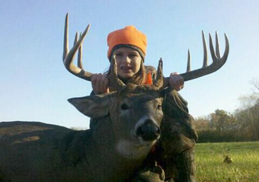 A Girl's First Buck: 10-Year-Old Girl Takes 150-Class Bruiser