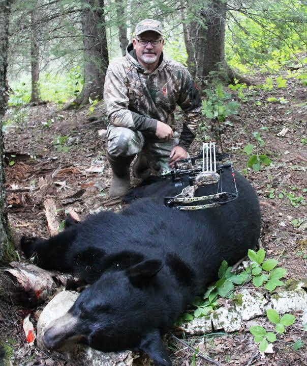 bernie barringer, black bear hunting, baiting black bears, black bear equipment, black bear bowhunting