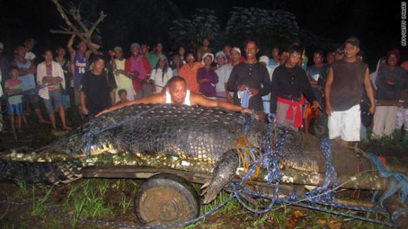 Hunters in the Philippines Capture Monster 21 Foot Crocodile