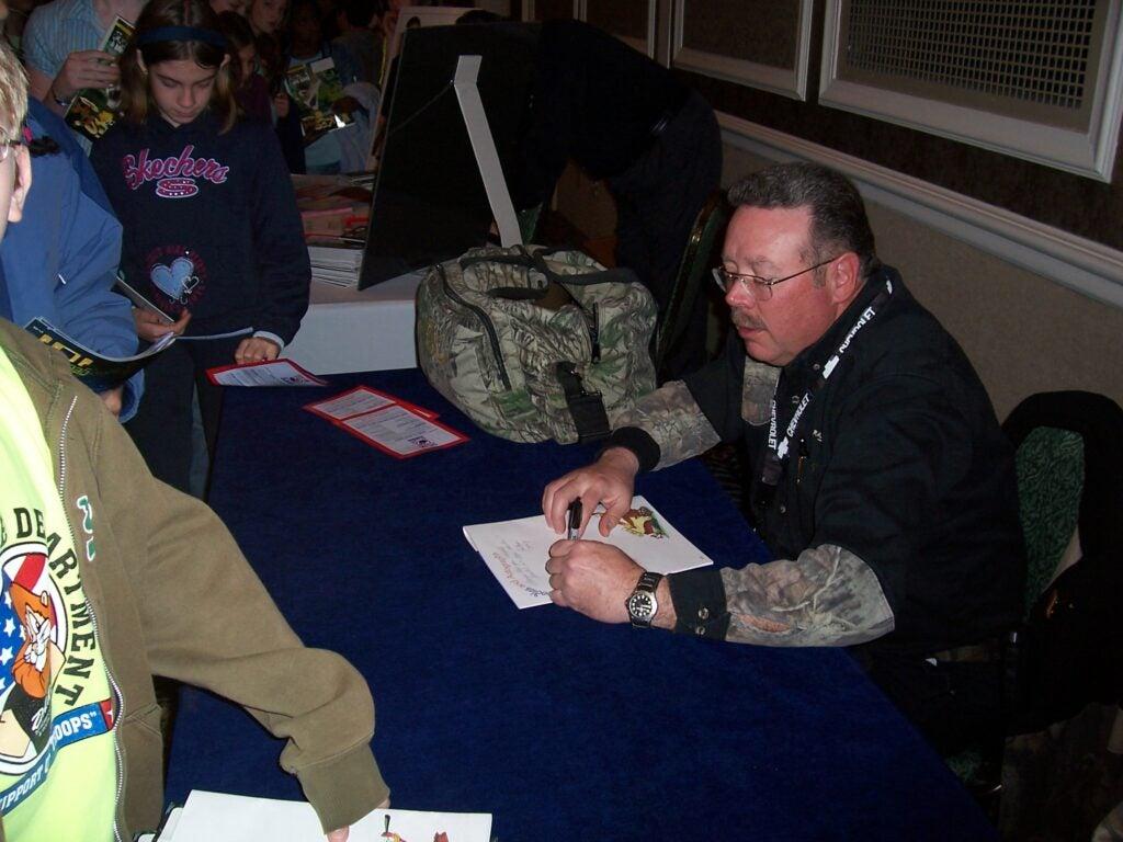 httpswww.outdoorlife.comsitesoutdoorlife.comfilesimport2014importImage2010photo30010Ralph_Duren_signing_autographs_at_Jakes_program.jpg