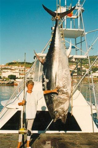 httpswww.outdoorlife.comsitesoutdoorlife.comfilesimport2014importImage2009photo79_Tuna_bluefin_W-80_lb_line_class_974_lb_6_oz_Jeanine_Franceis.jpg
