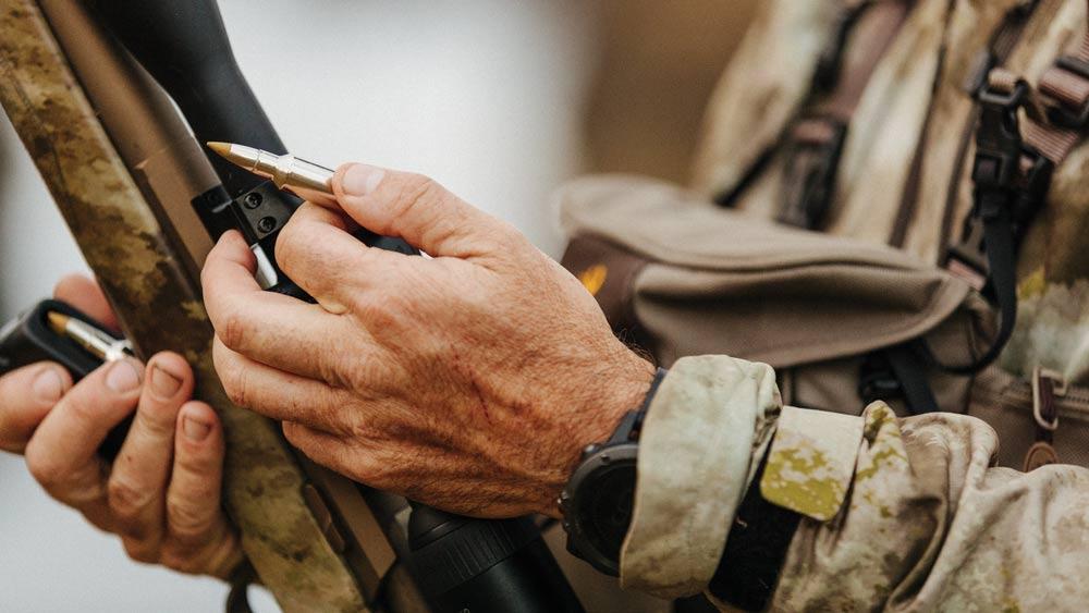 Loading ammo into a rifle