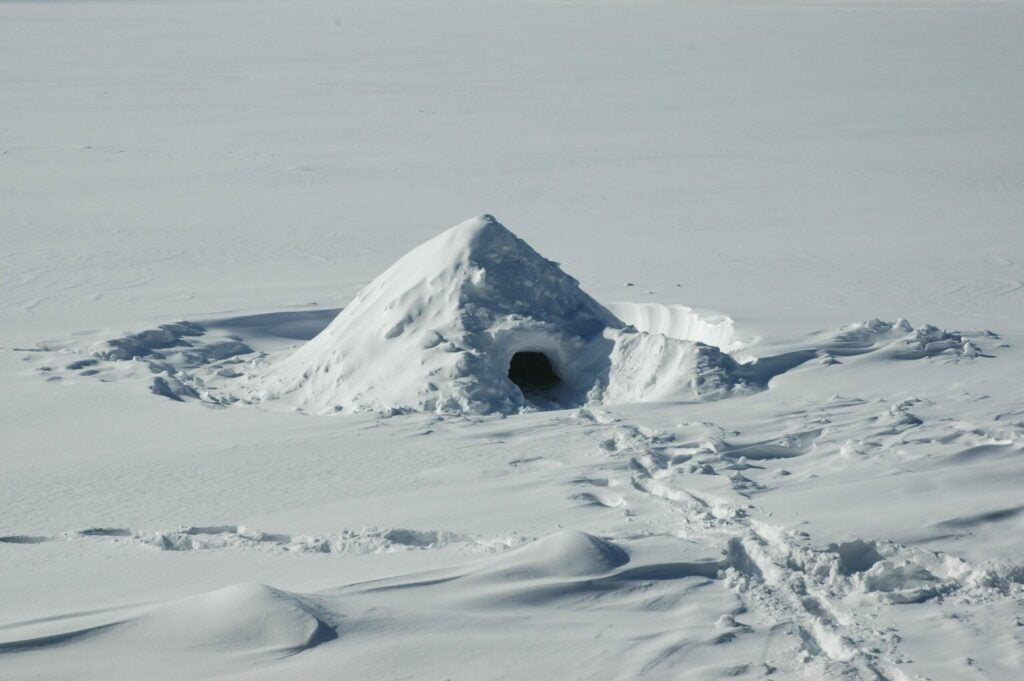 quinzhee shelter  in the snow cave