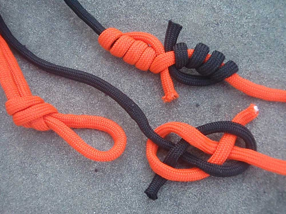 paracord tied in knots