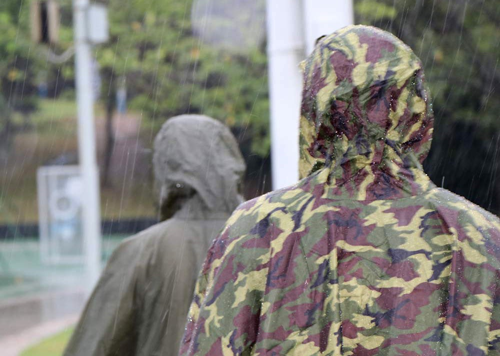 3 Things You Should Consider Before Buying a Raincoat