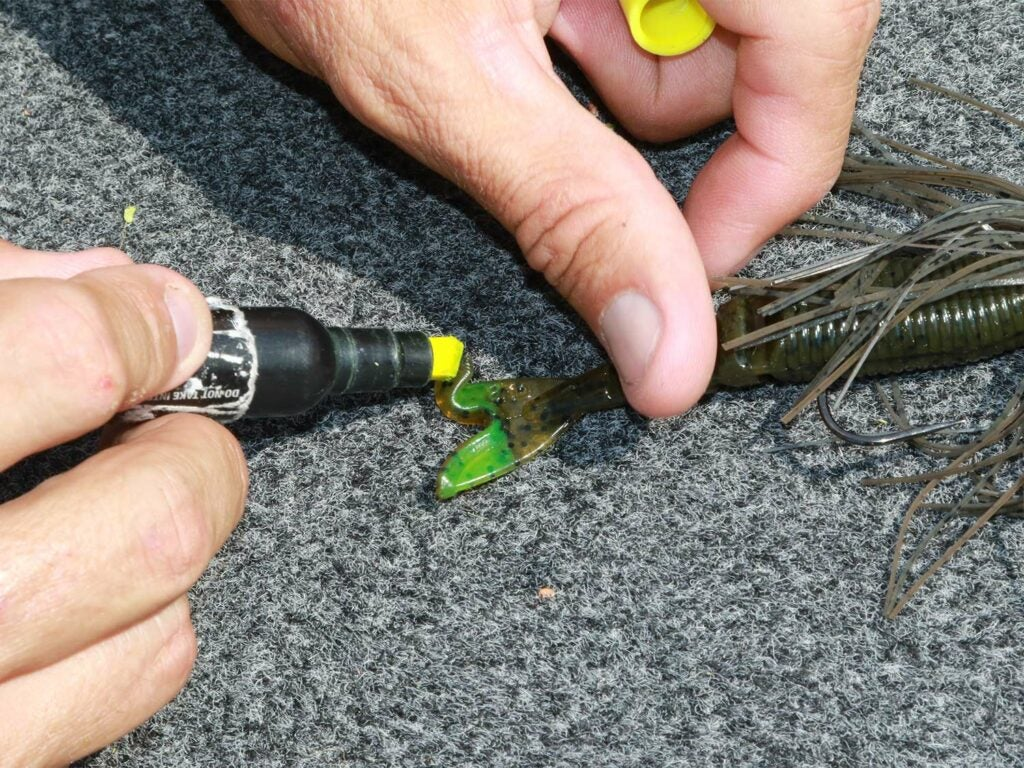 dying a soft-plastic lure