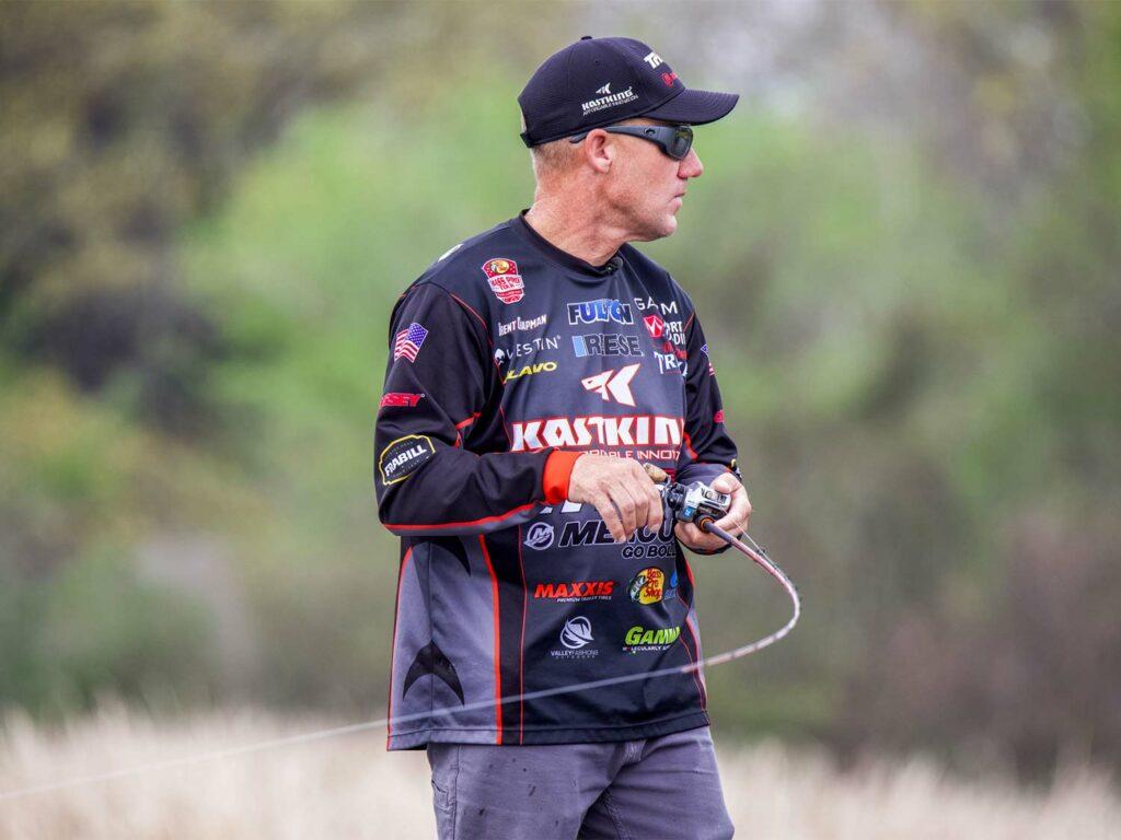 Angler Brent Chapman with a KastKing Bassinator elite reel.