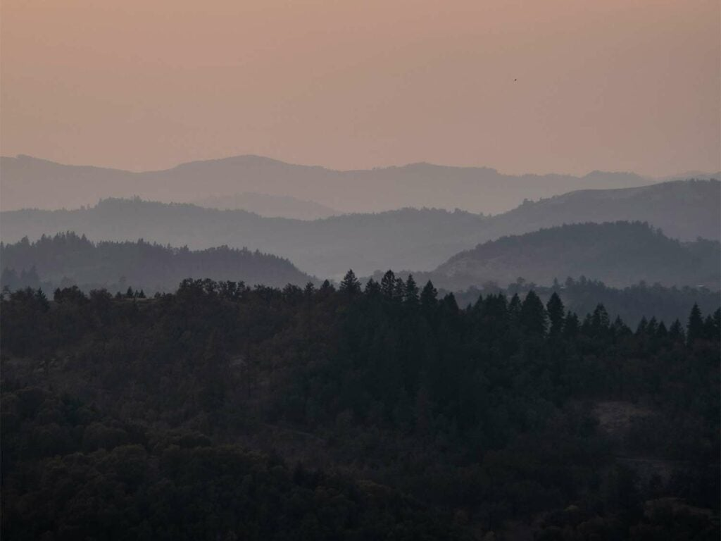 A sunset over the mountains and hillside of Oregon.