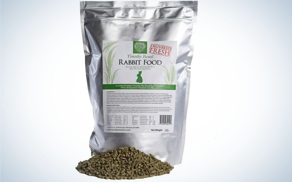 Packaging of aluminum rabbit food pellets with white paper glued to it with instructions and ingredients inside it.