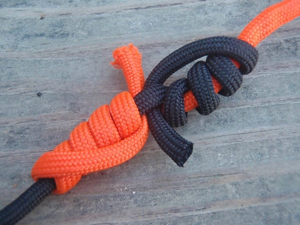 Utilize cordage in order to make a variety of knots.