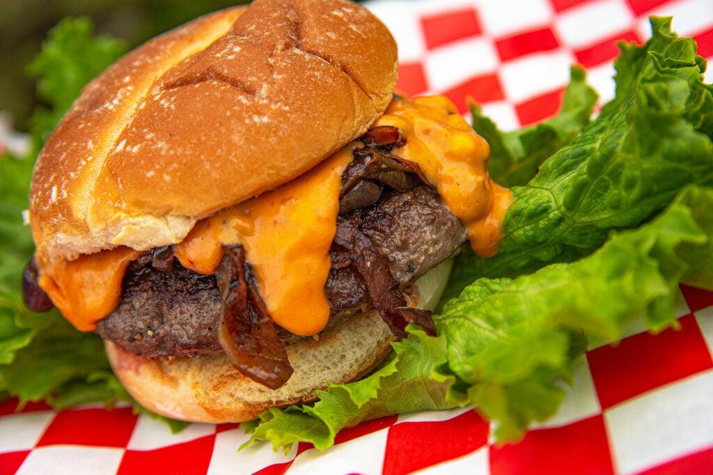 salsa con queso burger