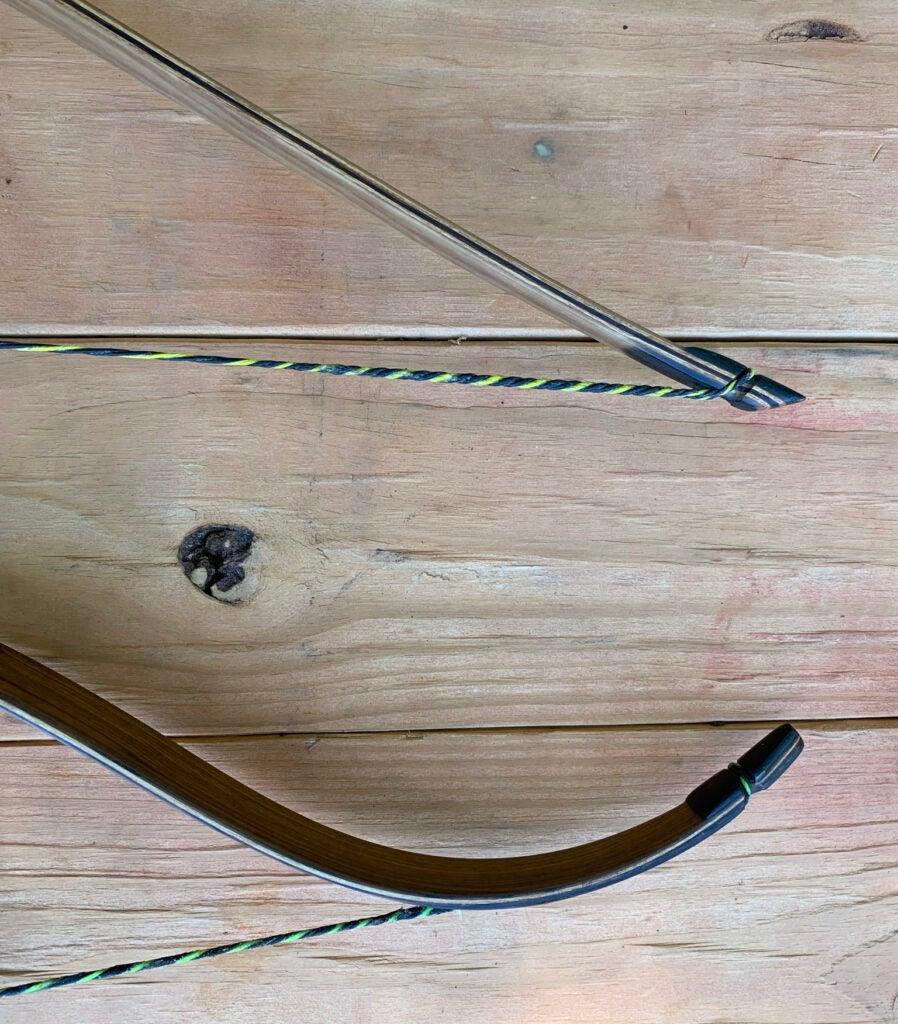 Long bow vs recurve bow