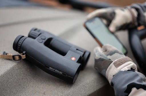 The Geovid 3200.com binocular on car