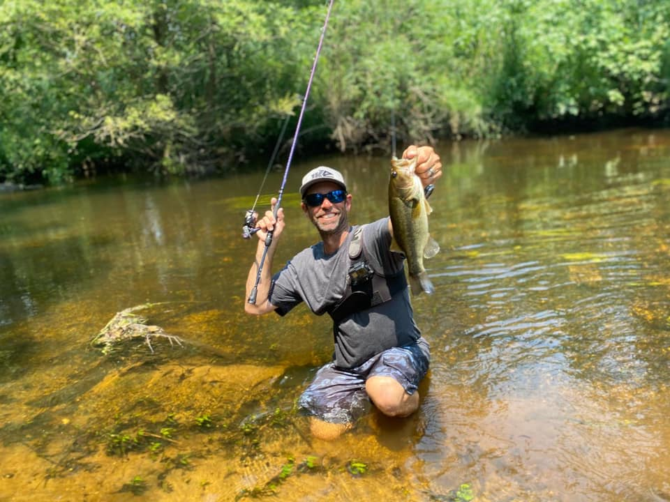 Mike Iaconelli catches smallmouth bass with the Revo Ike.