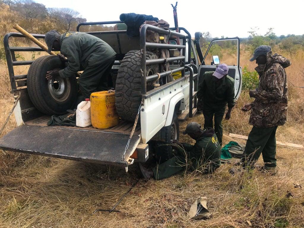 safari truck tire change