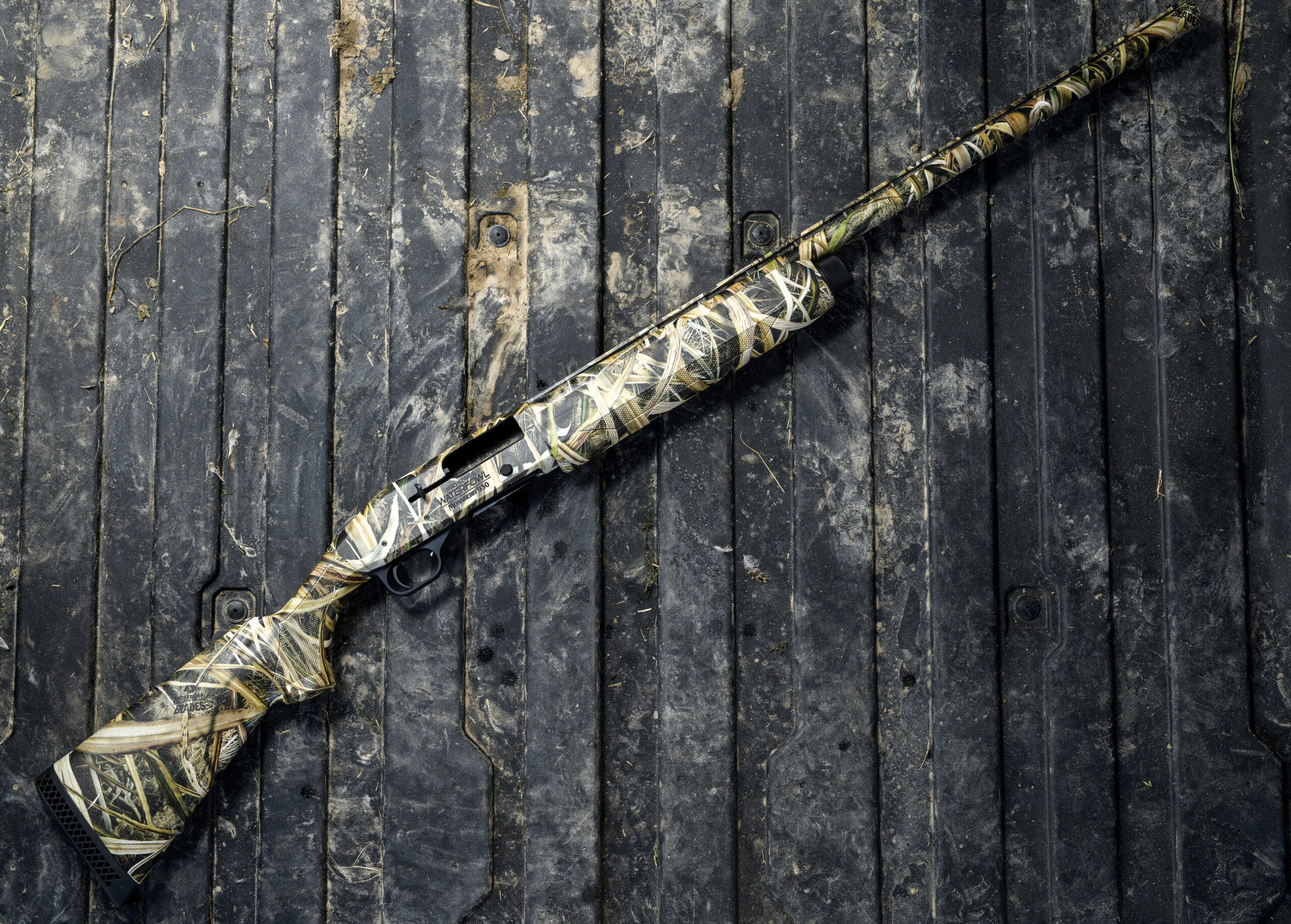 Mossberg 930 pro is the best duck hunting shotgun.